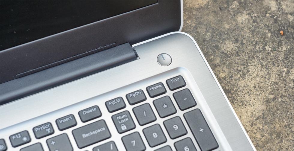 Кнопка включения и NumPad Dell Inspiron 15 5567.