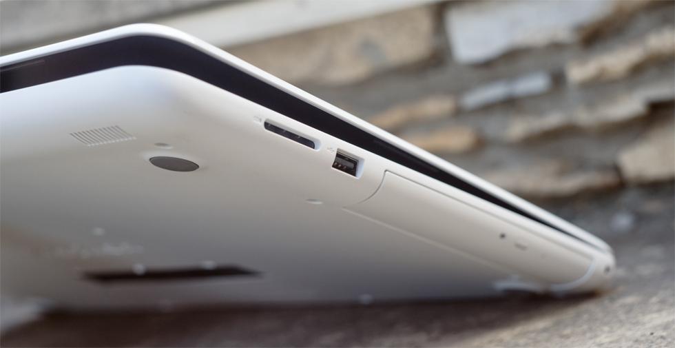 На правом торце Dell Inspiron 15 5567 нашлось место для DVD-привода.