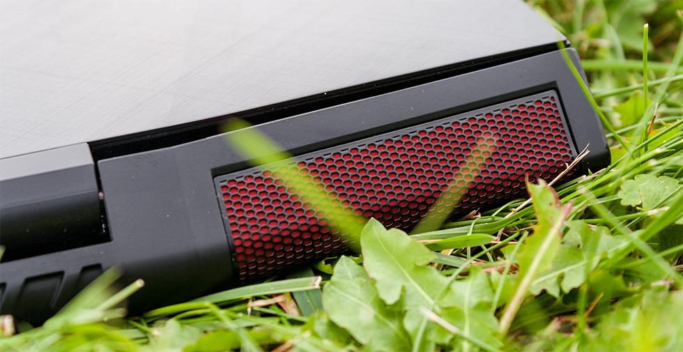 Уголок ноутбука Lenovo IdeaPad Y700 17.