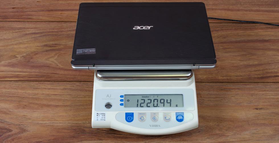 Acer Aspire Switch 10 на весах (с клавиатурой)