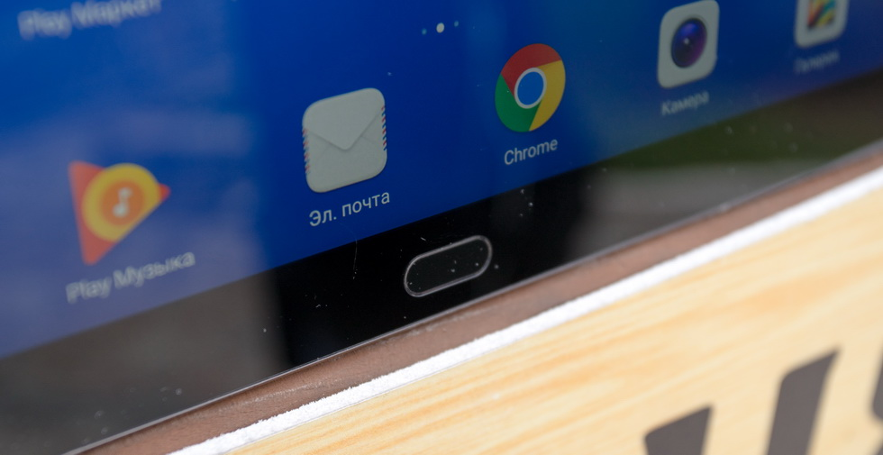 Сканер отпечатков пальцев на Huawei MediaPad M3 Lite 10, он же и кнопка управления.