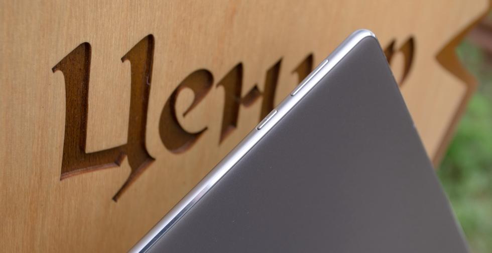 Клавиши управления на корпусе Huawei MediaPad M3 Lite 10.