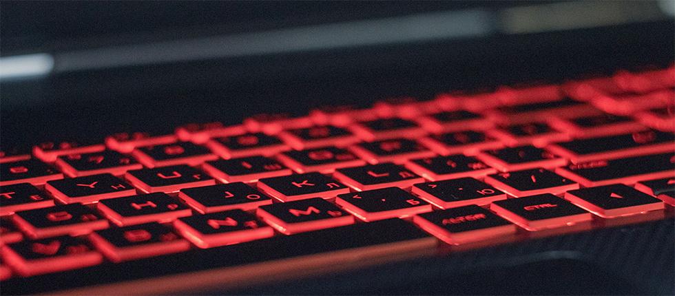 Клавиатура HP Omen 17 получила красную подсветку.